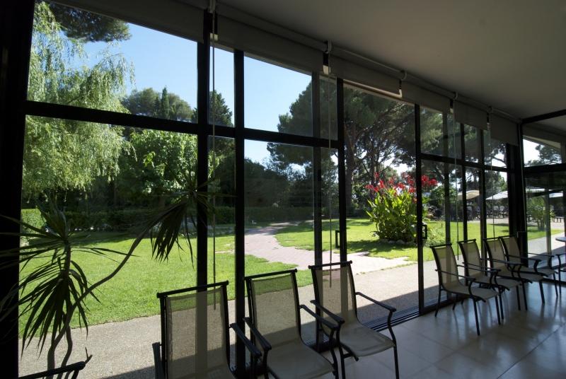 El salón con vistas al jardín